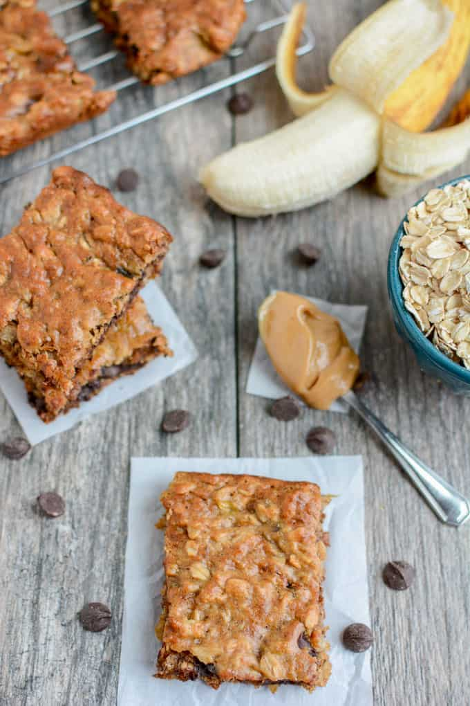 These banana oat bars are a perfect way to use up overripe bananas! | Healthy Dessert | Overripe Banana Recipes | Ripe Banana Recipes | Healthy Banana Recipes