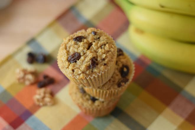 These banana raisin oatmeal cups are a perfect way to use up overripe bananas! | Healthy Snack | Overripe Banana Recipes | Ripe Banana Recipes | Healthy Banana Recipes