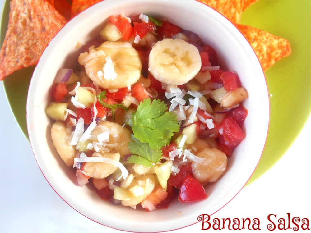 This quick banana salsa is a perfect way to use up overripe bananas! | Salsa Recipe | Overripe Banana Recipes | Ripe Banana Recipes | Healthy Banana Recipes
