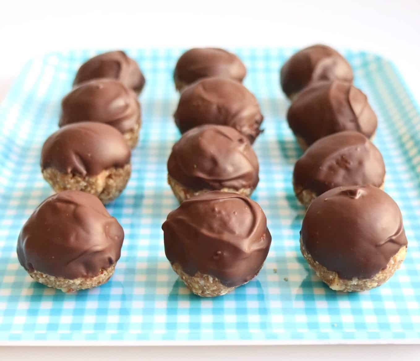 These chocolate banana oat bites are a perfect way to use up overripe bananas! | Healthy Dessert | Overripe Banana Recipes | Ripe Banana Recipes | Healthy Banana Recipes
