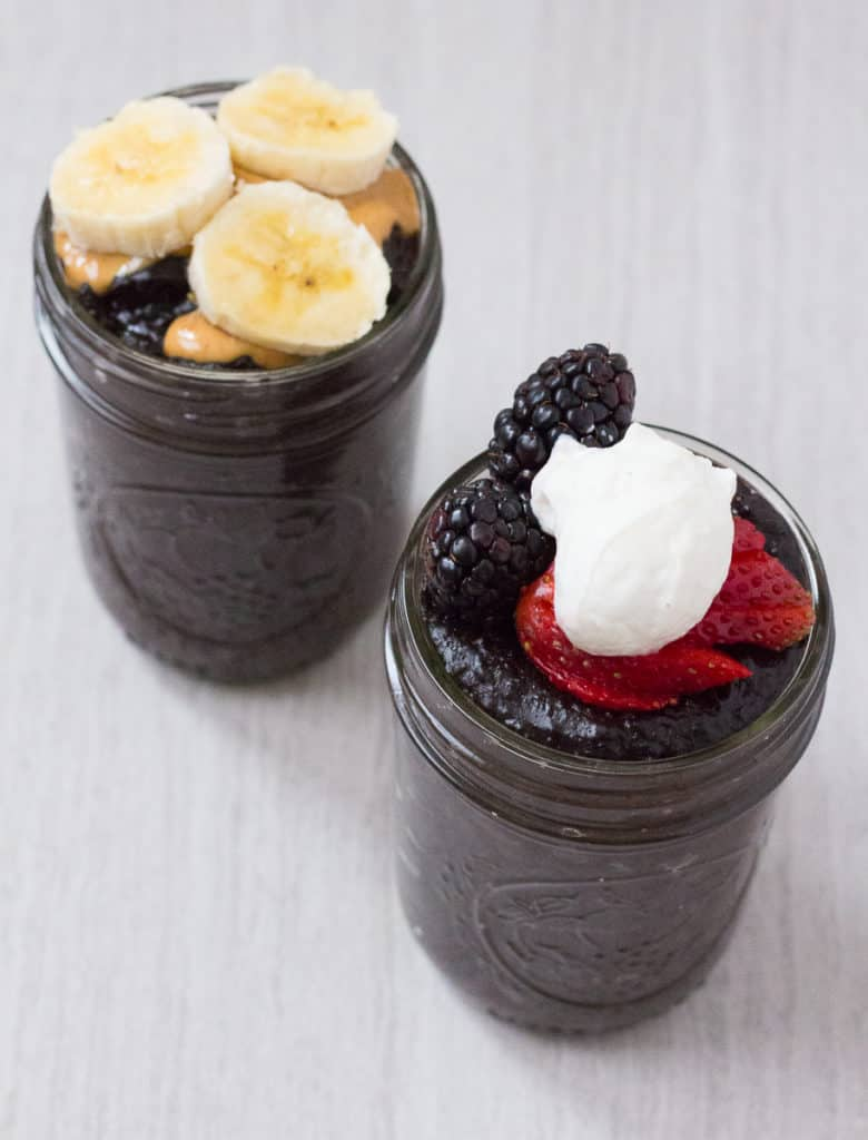 This dark chocolate banana oatmeal is a perfect way to use up overripe bananas! | Healthy Breakfast | Overripe Banana Recipes | Ripe Banana Recipes | Healthy Banana Recipes