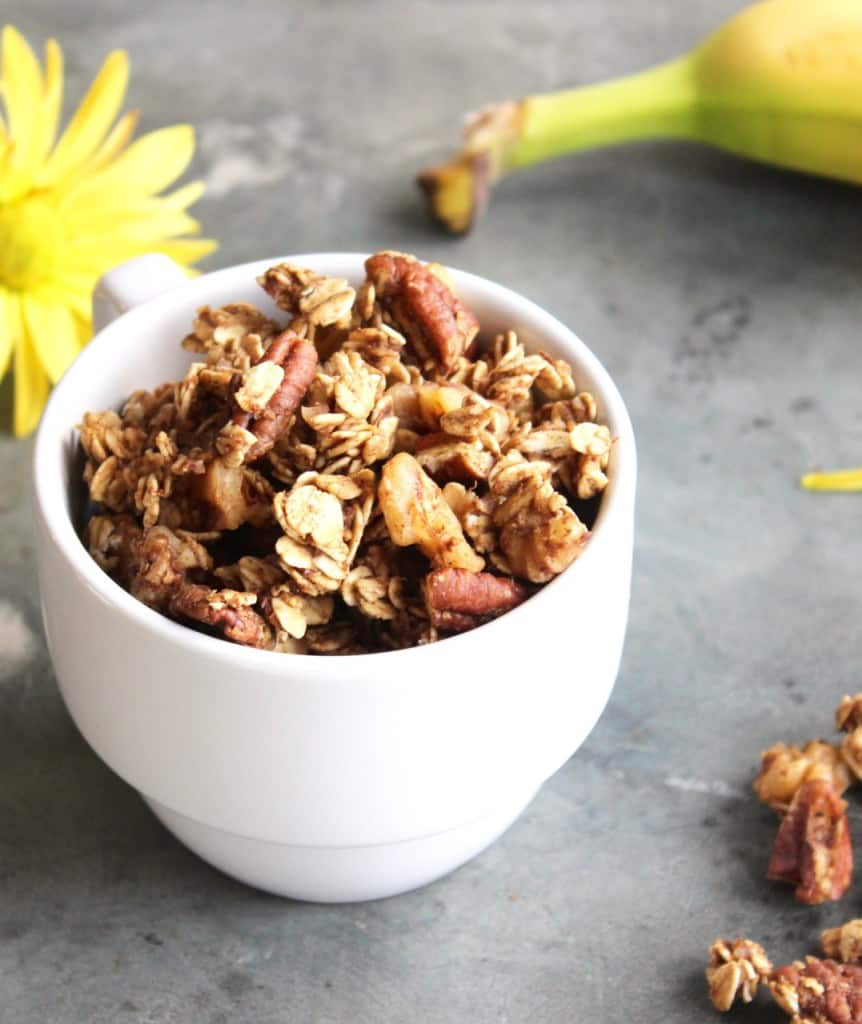 This homemade banana granola is a perfect way to use up overripe bananas! | Healthy Breakfast | Overripe Banana Recipes | Ripe Banana Recipes | Healthy Banana Recipes