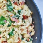 This easy noodle recipe is made with just seven ingredients, including noodles, bacon, apples and spinach. Super simple, super tasty!|