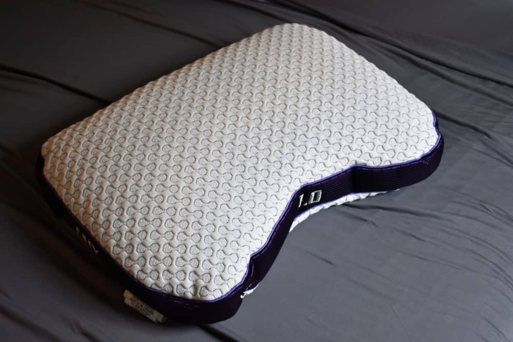 white bedgear pillow to help athletes sleep better