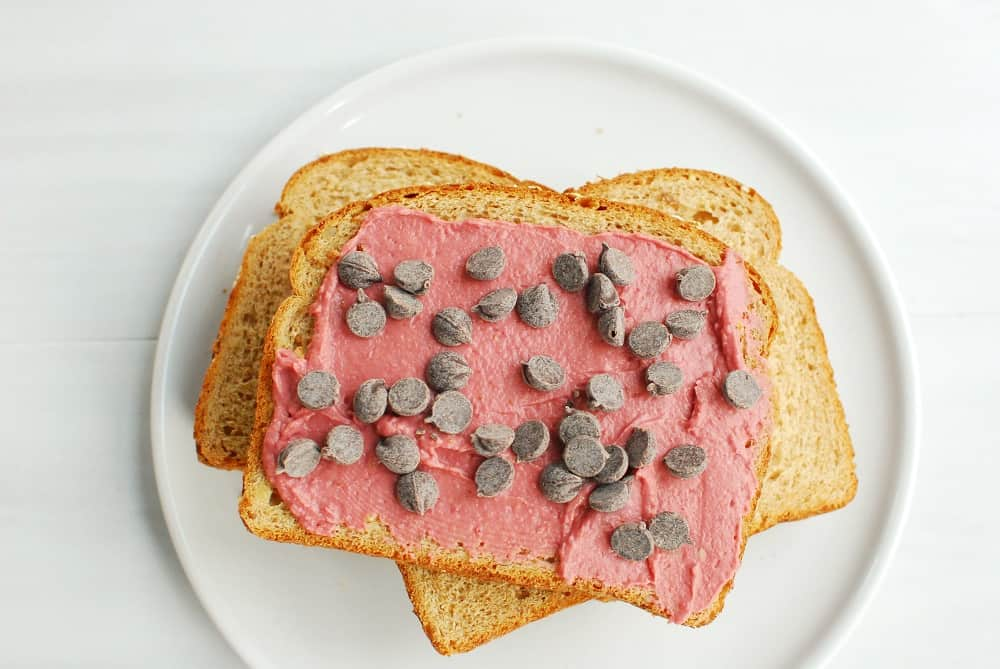 Bread topped with strawberry hummus and chocolate chips