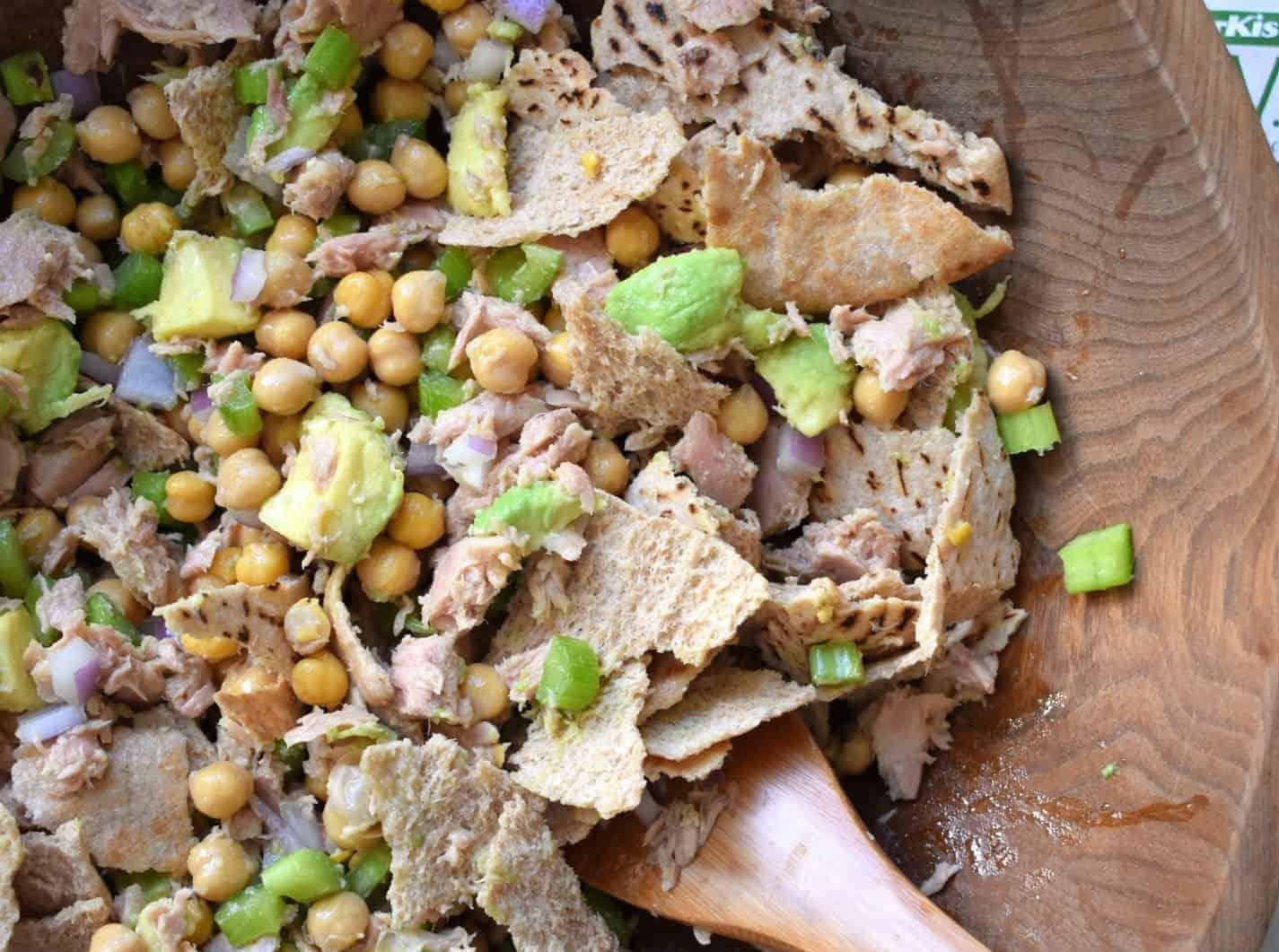 tuna chickpea and pita salad