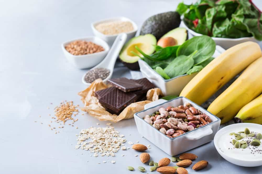 food sources of magnesium for runners, like dark chocolate, nuts, bananas, spinach, avocado, and seeds