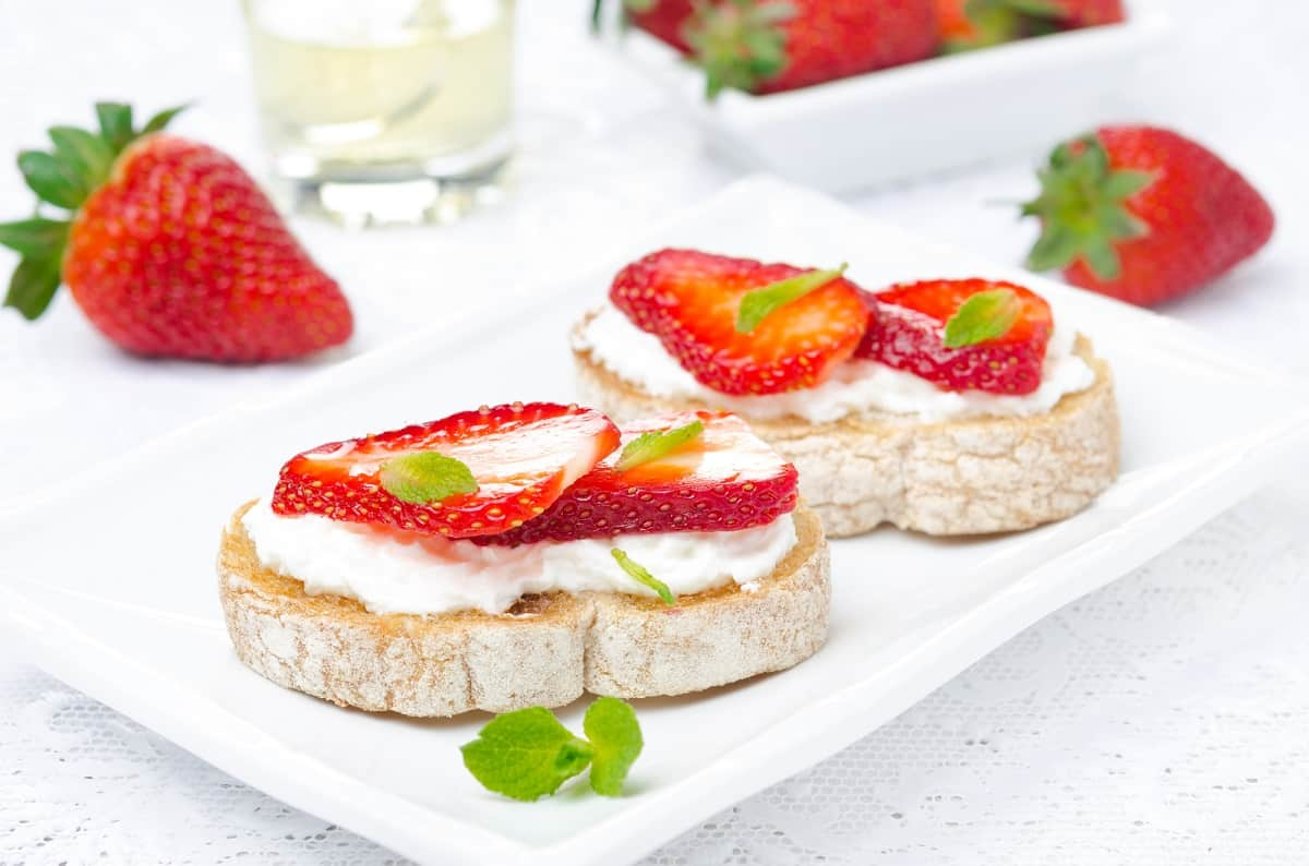 toast topped with goat cheese and strawberries